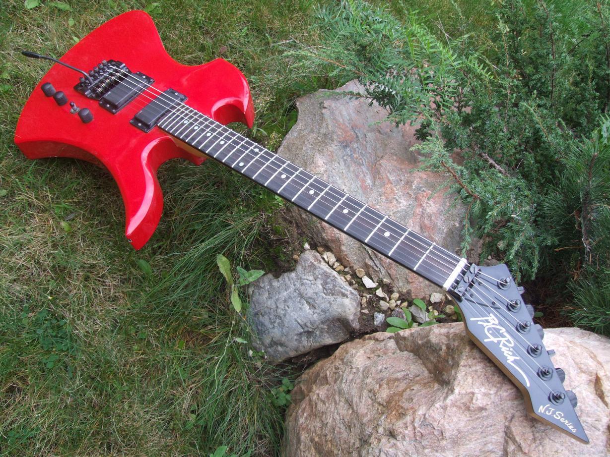 Инструмент произведен в Японии на заводе Chushin Gakki в 1985 году. . Сери